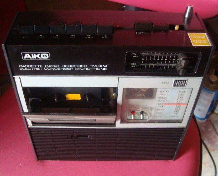 Antigo rádio-gravador da Aiko