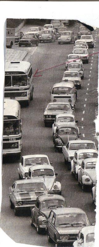 Veja os velhos monoblocos em plena av. 23 de maio na década de 70.