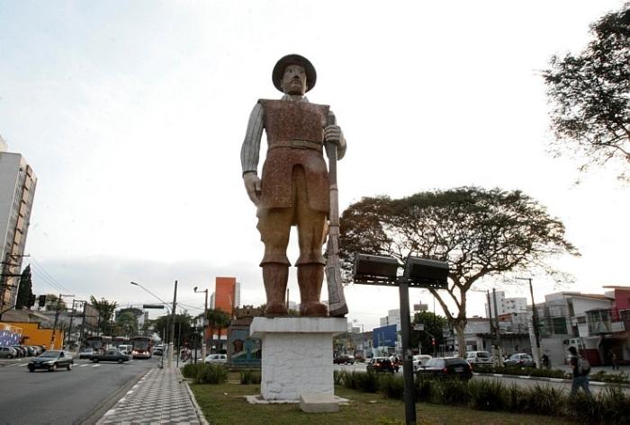 Estátua do Borba Gato na Av. Santo Amaro, zona sul de S. Paulo