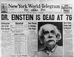 Jornal noticia a morte de Albert Einstein em abril de 1955