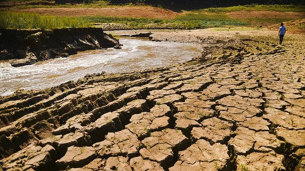 Complexo da Cantareira seco