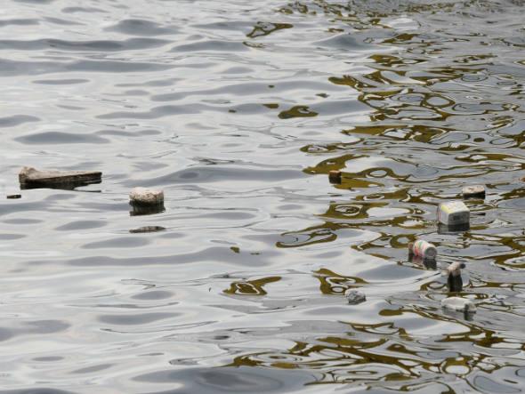 Poluição na Baía da Guanabara