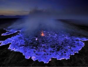 vulcao-lava-azul-1-838x643