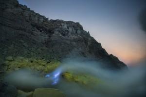 vulcao-lava-azul-6-838x554