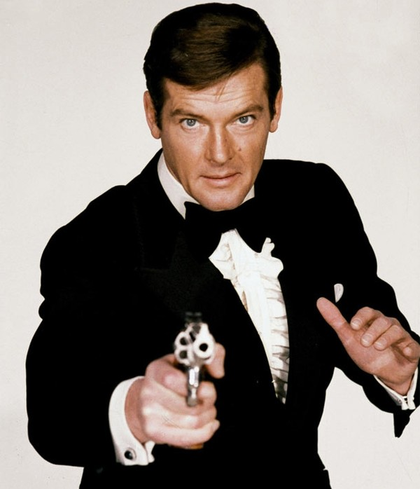 007-roger_moore