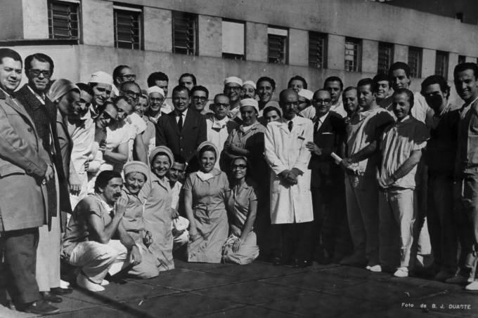 equipe-que-atuou-no-primeiro-transplante-cardicc81aco-19681