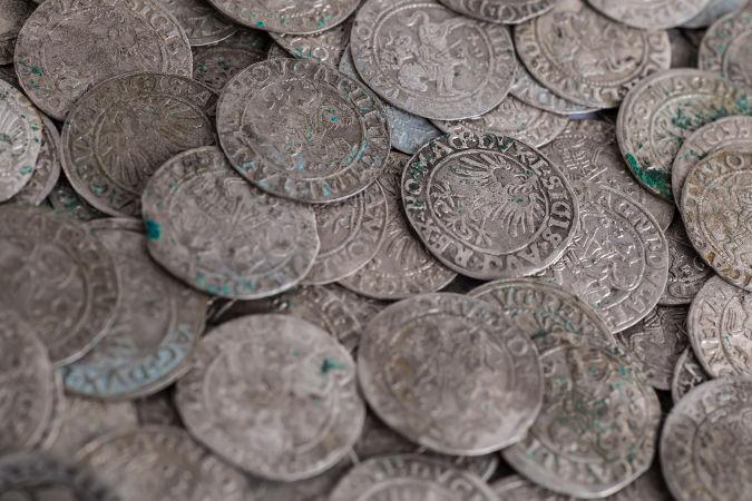 moedas-prata-idade-media-58f4cae475d40